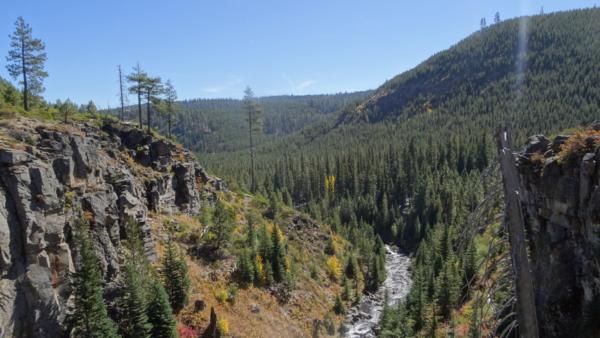 Rivière sur la scenic road