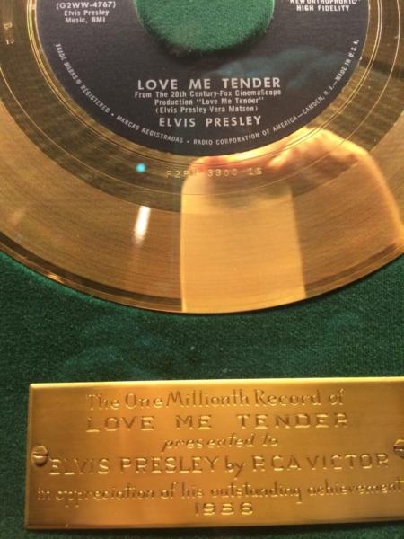 Graceland disque d'or Love Me Tender