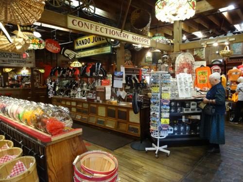 Casey Jones un énorme Général Store assez amusant dans le style typiquement « ricain » .