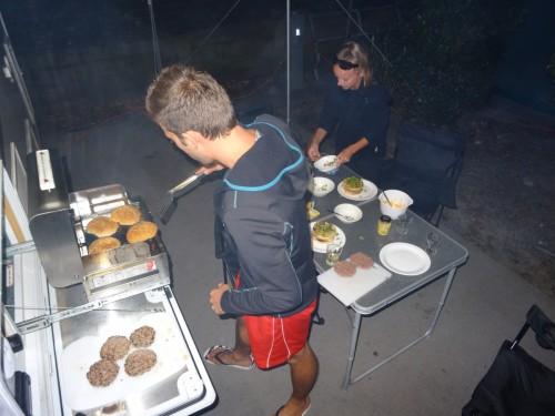Jérémy au barbecue et Manon au montage